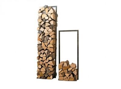 Dřevo u krbu